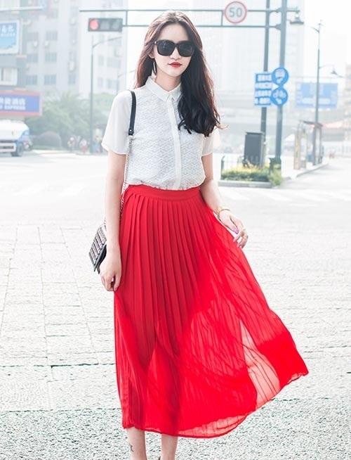 Chân váy maxi màu đỏ