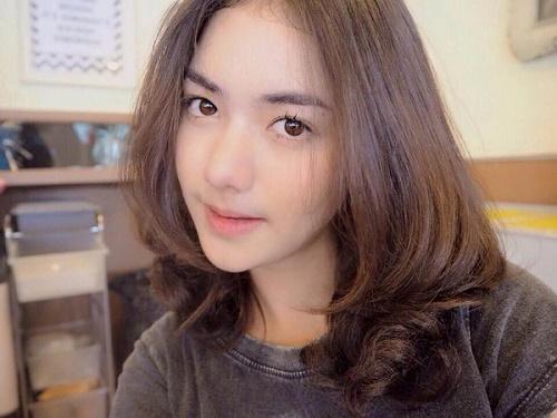 Tóc ngang vai biến tấu nhiều lớp tạo cảm giác mái tóc dài và nữ tính hơn