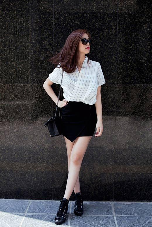 Váy ngắn vạt lệch màu đen