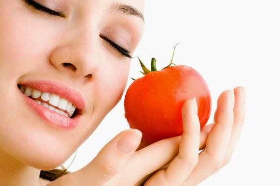 Se khít lỗ chân lông bằng mặt nạ cà chua